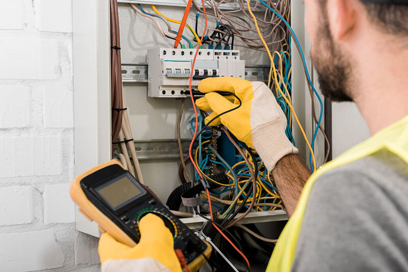Tracy electrician for both residential and commercial electrical services